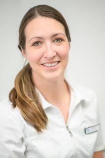 Een portret foto van Mondhygiëniste Marloes van tandarts Dental Care in Den Helder