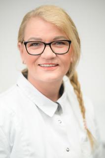 Een portret foto van Tandartsassistente en Baliemedewerkster Anna van tandarts Dental Care in Den Helder